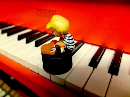 赤ピアノ.jpg